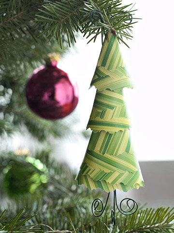 Dimensional Handmade Paper Tree Ornament (via scrapbooksetc)