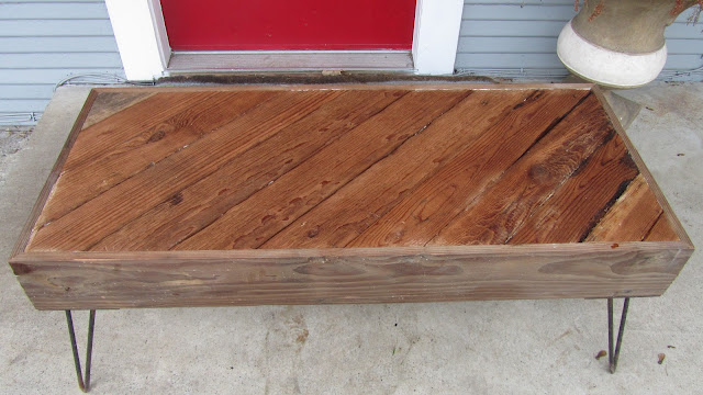 DIY Reclaimed Wood Coffee Table (via joyofallcrafts) - 10 DIY Reclaimed Coffee Tables That Inspire - Shelterness