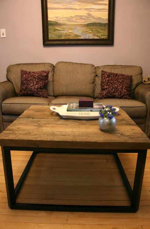 DIY Coffee Table Of Reclaimed Barn Wood (via usedeverywhere) - 10 DIY Reclaimed Coffee Tables That Inspire - Shelterness