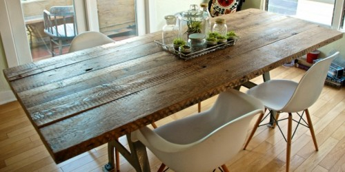 DIY Reclaimed Dining Table (via aspirationalhipster)