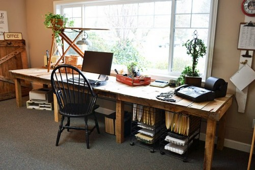 Large DIY Desk Of Reclaimed Wood Pallets (via shelterness)