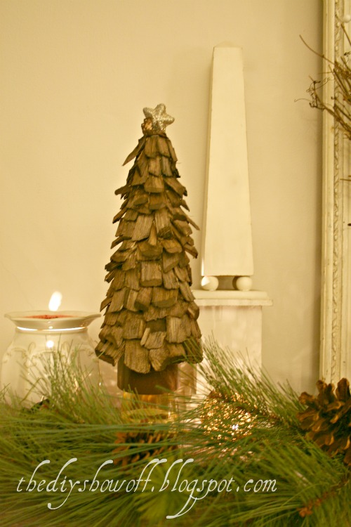 Wood Chip Christmas Tree Tutorial (via Thediyshowoff)