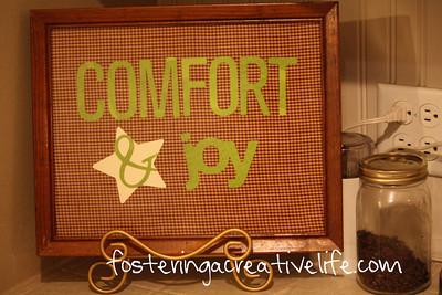 Comfort Joy DIY Holiday Sign (via fosteringacreativelife)