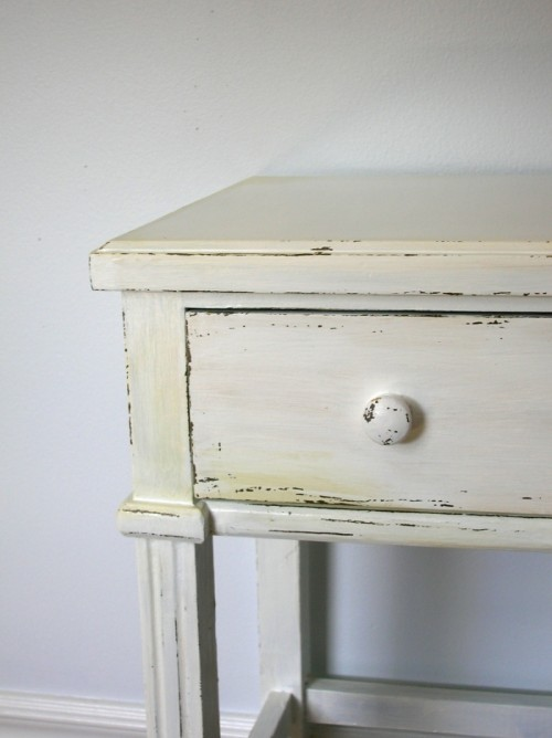 How To Antique Furniture With Paint And Candles (via movitabeaucoup)