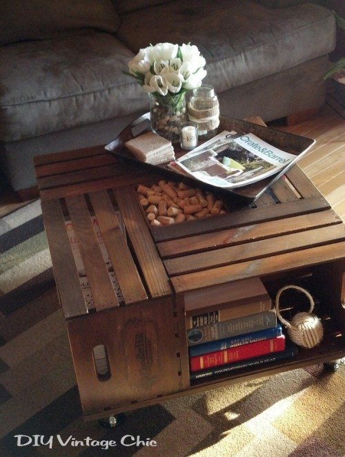 diy wine crates coffee table (via shelterness)