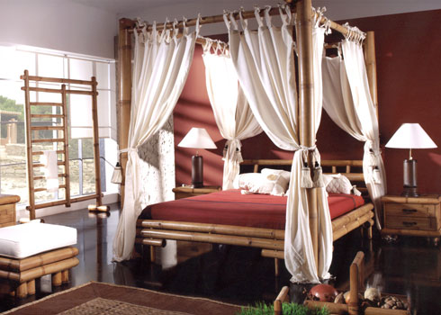 20 Cozy Curtained Beds
