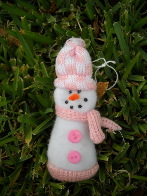 Glove Turned Snowman Ornament (via wmcraftgoodies)