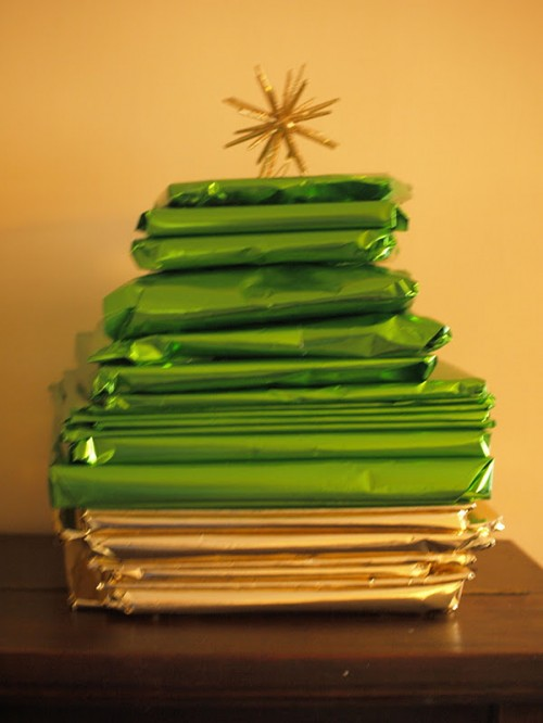 books advent tree (via herecomethegirlsblog)