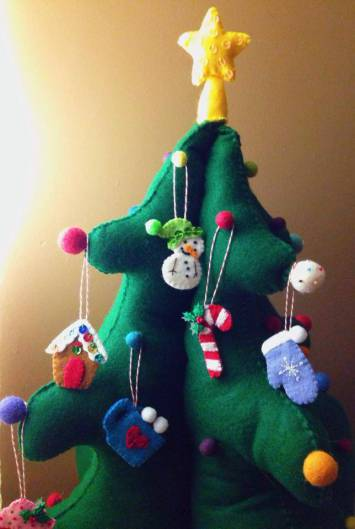 felt kids advent tree (via americanfeltandcraft)