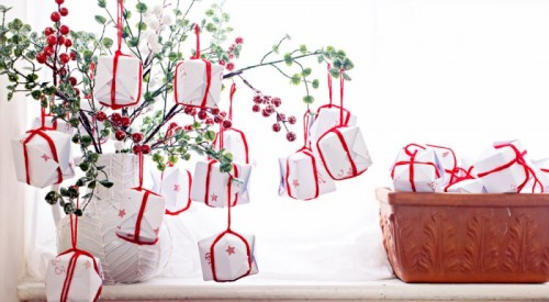 cranberry branches advent tree (via clonesnclowns)