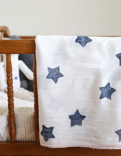 star printed blanket (via sayyes)