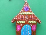 adorable-diy-felt-gingerbread-ornament-1