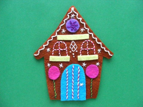Adorable DIY Felt Gingerbread Ornament