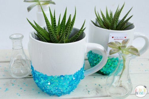Adorable DIY Glittered Mugs For Valentine's Day And Not Only