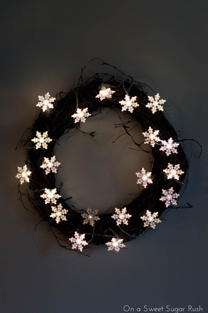 Picture Of adorable diy twinkle light wreath  2