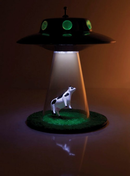 unique desk lamp for x files fans shelterness. Black Bedroom Furniture Sets. Home Design Ideas