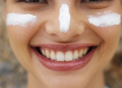 natural and safe sunscreen (via organicauthority)