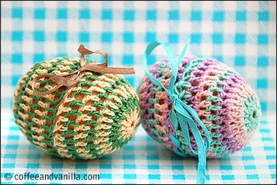 crochet Easter eggs (via coffeeandvanilla)