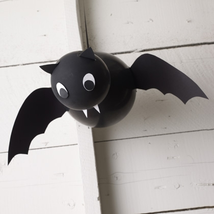 vampire baloon bat (via spoonful)