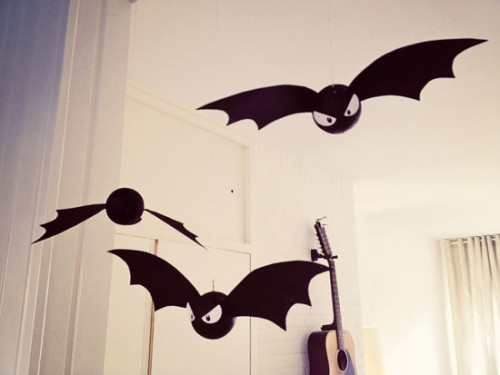 bats for decor (via bywilma)