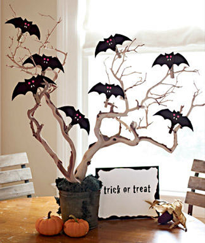 batty Halloween centerpiece (via shelterness)
