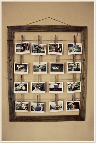 photo frame with clothes pins (via taliachristine)