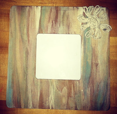 weathered wood beach frame (via thecomfycrafter)