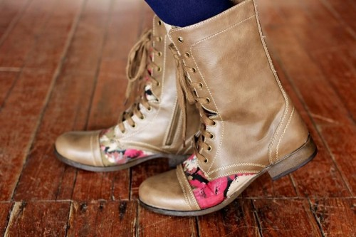 Amazing Boots With A Floral Pattern