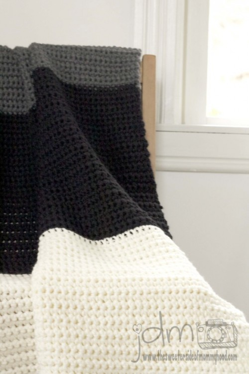 chunky crochet blanket (via thesweetersideofmommyhood)