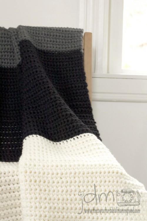chunky crochet blanket (via thesweetersideofmommyhood)
