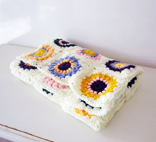 sunburst granny squares blanket (via akamatras)