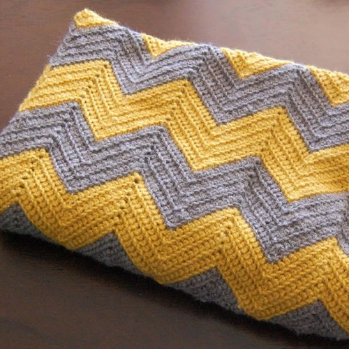 crochet chevron blanket (via yellowdandy)