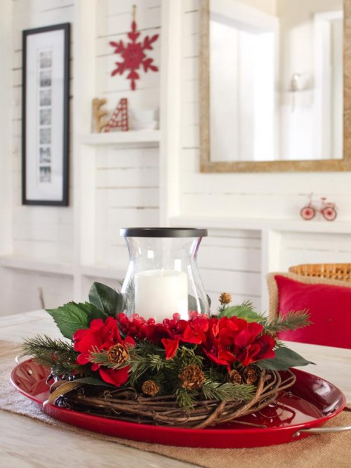 layered Christmas centerpiece (via hgtv)