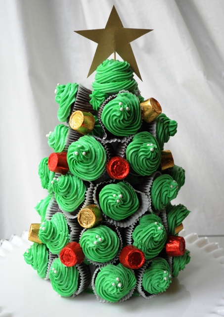 cupcake Christmas tree (via teaspoonsf)