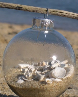 beach Christmas ornament with sand (via completely-coastal)