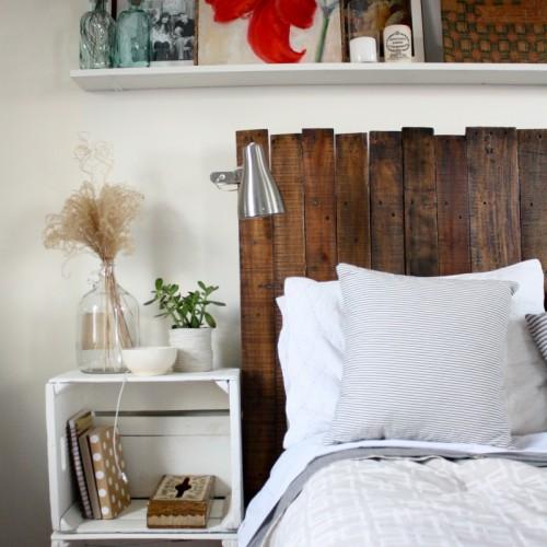 reclaimed wood headboard (via ricedesignblog)