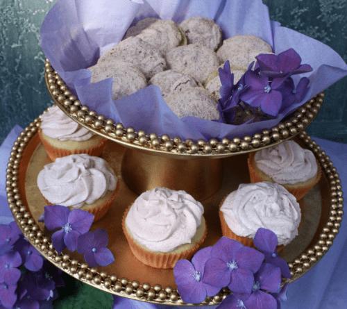 elegant cupcake stand (via simplybelleblog)