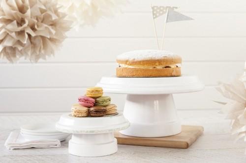 terra cotta cupcake stand (via shelterness)