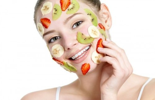 fruit mask for radiating skin (via gardenofbeauty)