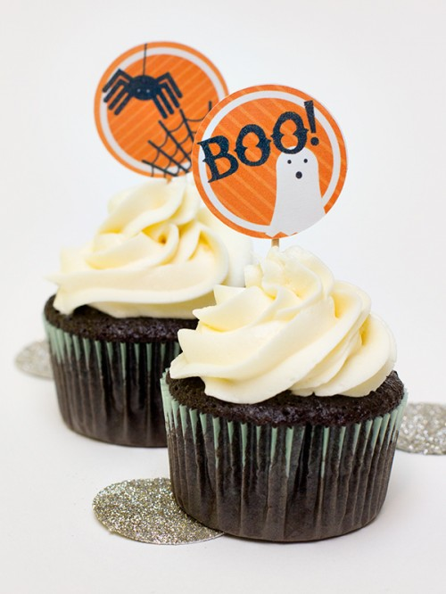 black and orange cupcake toppers (via sarahhearts)