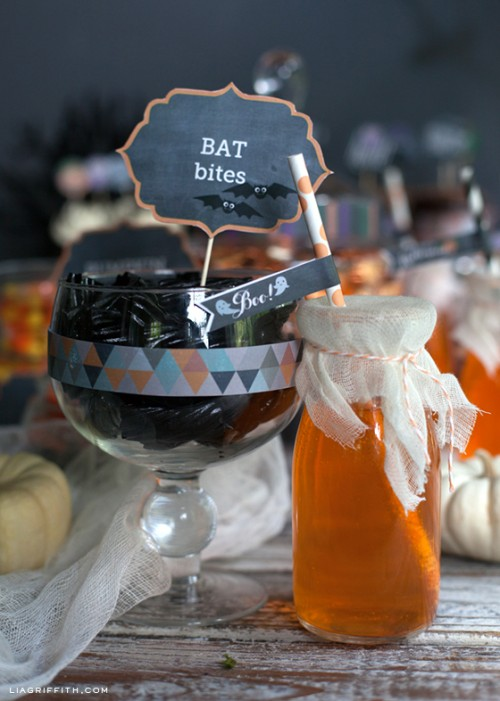 printable bat bites toppers (via liagriffith)