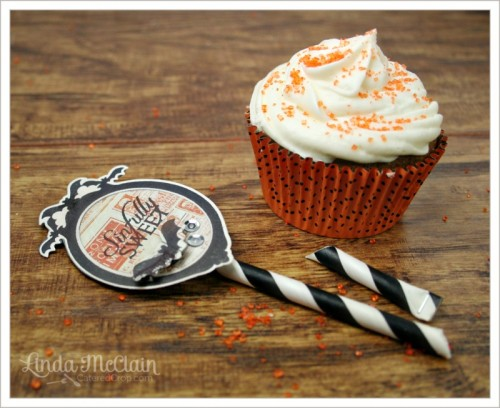 exquisite black and white cupcake toppers (via cateredcrop)
