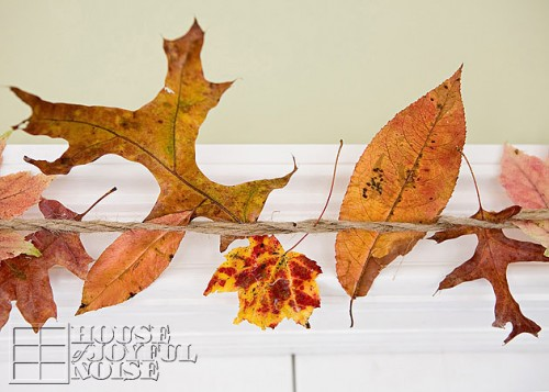 fall leaves indoor garland (via houseofjoyfulnoise)