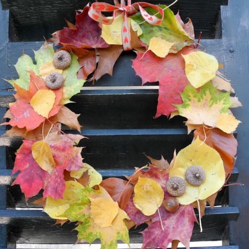 fall leaves wreath (via melimelooo)