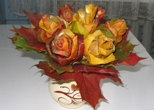 pretty roses from maple leaves (via shelterness)
