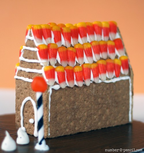 haunted gingerbread house (via number-2-pencil)