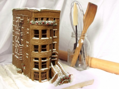 gingerbread brownstone (via kitchentablescraps)