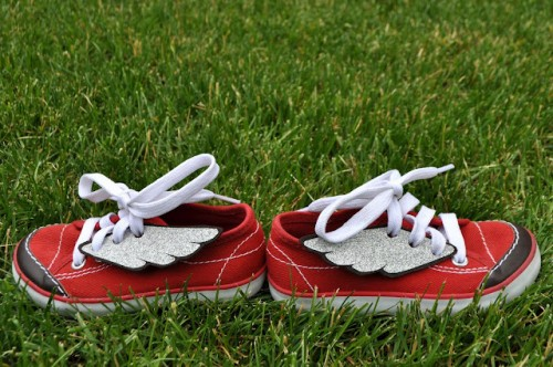 DIY Superhero Winged Sneakers (via iammommahearmeroar)