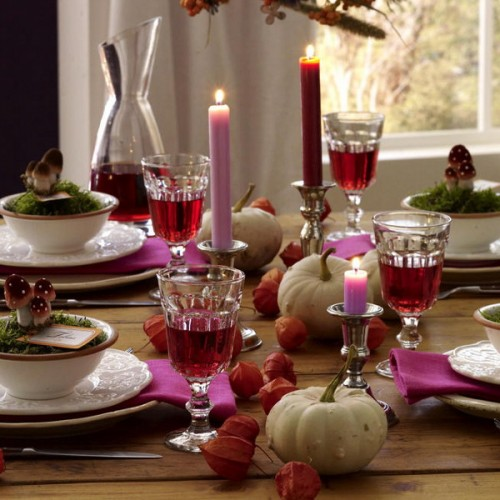 Plum isn't the most traditional autumn's color but it works nice paired with white pumpkins.