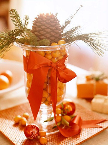 Fill a vase with kumkvats, add some spruce twigs and pinecones, wrap it in a piece of ribbon and you got yourself a beatuiful centerpiece as for fall as for winter.